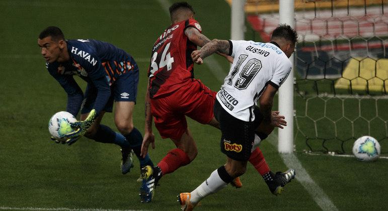 Gustavo Mosquito, com dois gols marcados para o Corinthians, foi o destaque da partida