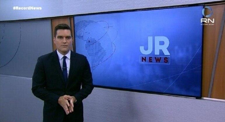 "Gustavo Toledo na apresentação do ""Jornal da Record News"""