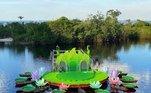 O cantor se apresentou em um palco flutuante, no Rio Negro, no Amazonas, em agosto de 2020.A produção chamou a atenção. Às 18h50, o cantor surgiu em meio a um cenário diferente, com um palco em formato de vitória régia (planta típica da região amazônica)