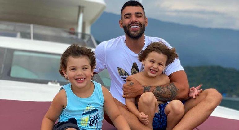 Gusttavo Lima é pai de Gabriel, de 3 anos, e Samuel, de 2
