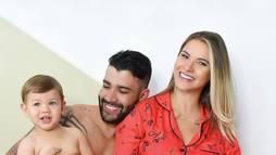 Andressa Suita filma o filho Gabriel com boné de Gusttavo Lima ()