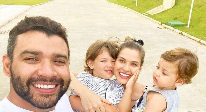 Andressa com Gusttavo e os dois filhos, Gabriel e Samuel