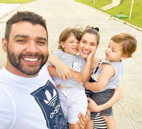 O agora ex-casal é pai de dois meninos,Gabriel, de 3 anos, e Samuel, de 2, e vivia compartilhando fotos da família com os internautas