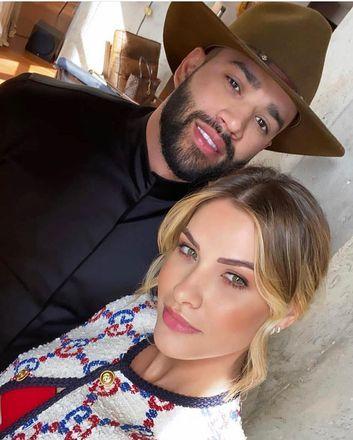 Andressa e Gusttavo se conheceram em 2009, através do empresário do cantor, e viraram muito amigos. A amizade se transformou em paixão três anos depois e em 2015 eles decidiram se casar