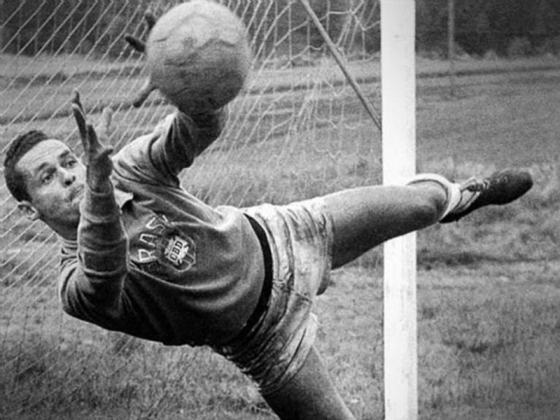 Gylmar dos Santos Neves - Goleiro consagrado do Corinthians, Santos (por quem foi bicampeão da Libertadores e do mundo) e da Seleção Brasileira bicampeã mundial em 1958/1962, faleceu em 2013.