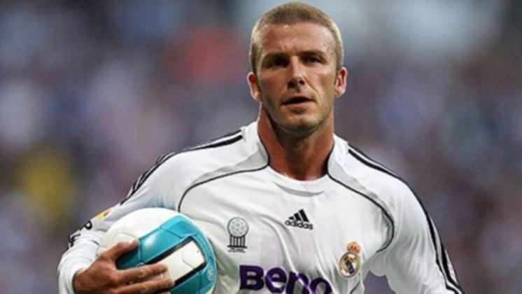 Há 17 anos, David Beckham era apresentado no Real Madrid. Ele se juntava aos galácticos Zidane, Figo, Ronaldo e Roberto Carlos... Você se lembra da passagem dele por lá? Confira aqui uma série de recordações desta memorável contratação!