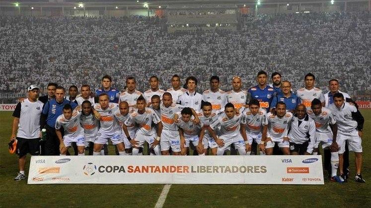 Há exatos dez anos, o Santos vencia o Peñarol por 2 a 1 no Pacaembu e conquistava o tricampeonato da Copa Libertadores da América. Entre os grandes nomes daquele título, o atacante Neymar, com apenas 19 anos, comemorava seu primeiro título internacional na carreira. Para saudar a data, relembre o elenco do Peixe e veja onde está hoje cada um dos campeões.
