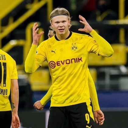 9º Erling Haaland: O centroavante norueguês, de 20 anos, é um dos mais cobiçados no mercado da bola. Haaland se valorizou em 38 milhões de euros (R$ 258 milhões) e agora é avaliado em 110 milhões (R$ 749 milhões). O Borussia Dortmund não quer negociá-lo
