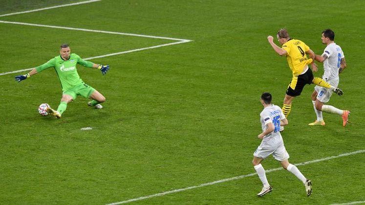 Haaland fez o segundo gol do triunfo sobre o Zenit e chegou a um total de 12 gols na Champions League. Ele é o jogador a conseguir este feito com menos jogos, superando nomes como Cristiano Ronaldo e Lionel Messi.