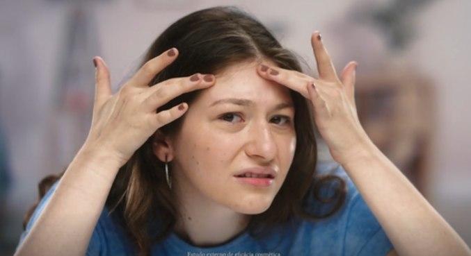 Hábito de espremer espinhas pode deixar marcas na pele