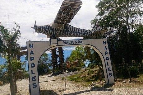 O portal da Fazenda Nápoles, propriedade de Escobar