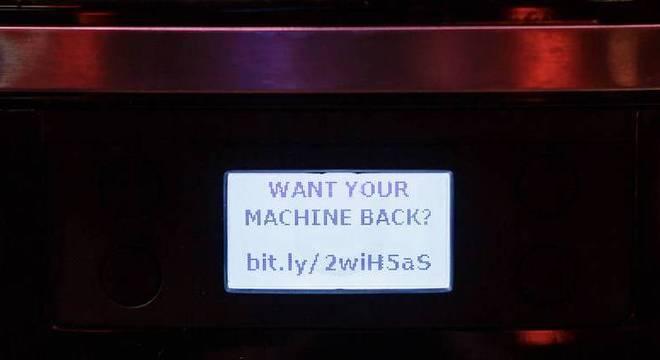 Ataque fez a cafeteira parar de funcionar e ainda exibiu uma mensagem no display