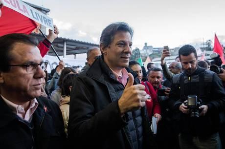 Haddad durante campanha em São Bernardo