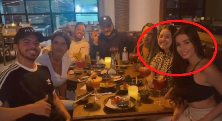 Hagda Kerolayne e Maria Lina se reencontram em restaurante