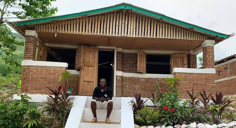 Haitiano se formou engenheiro civil na UFRJ e voltou para o Haiti para ajudar contra desastres naturais