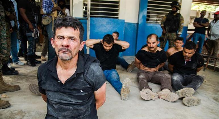 Polícia apresentou estrangeiros presos por suspeita de participação no crime