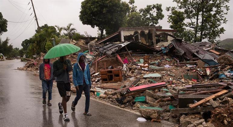 Tempestade Grace levou chuva a região do Haiti devastada pelo terremoto de sábado