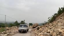 Com corpos em rio, haitianos imploram por água após terremoto