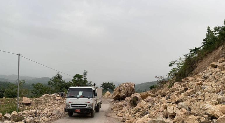 Estrada ficou parcialmente obstruída no sudoeste do Haiti