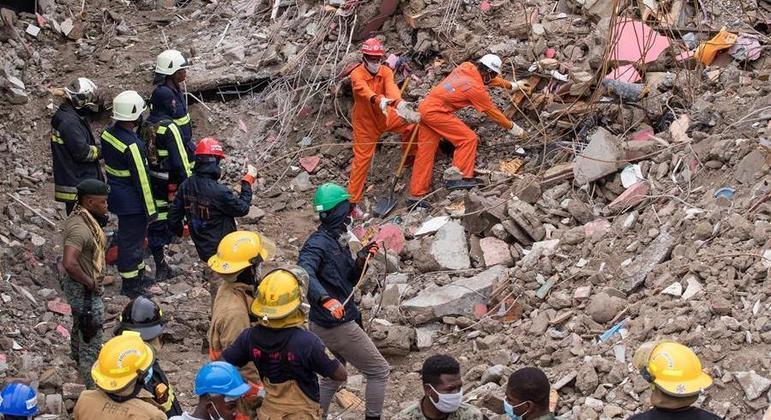 Mais de 1.400 pessoas morreram após terremoto de magnitude 7.2