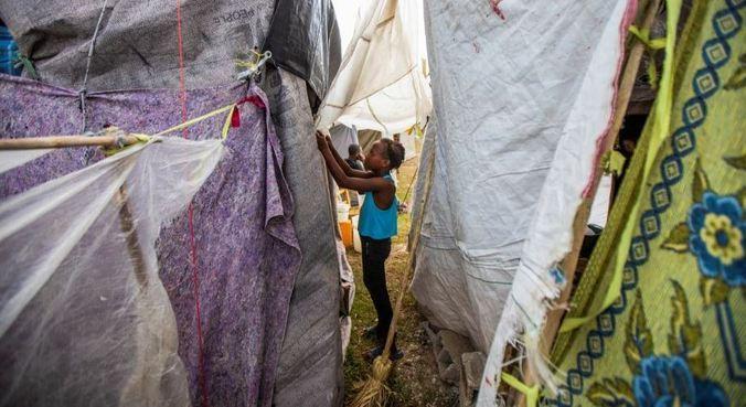 População do Haiti vive sobre destroços causados por terremoto