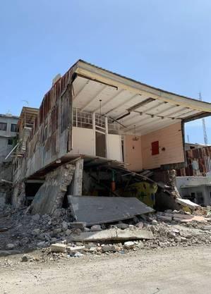 Sobrado em risco eminente de cair em Les Cayes