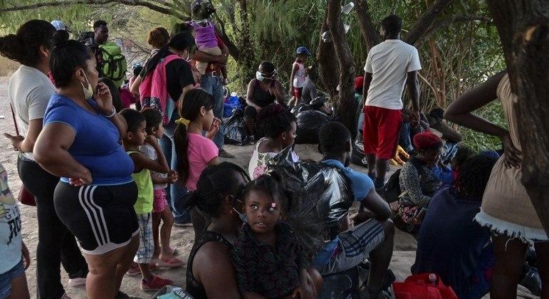 Haitianos barrados de entrar nos EUA buscam oportunidade no México