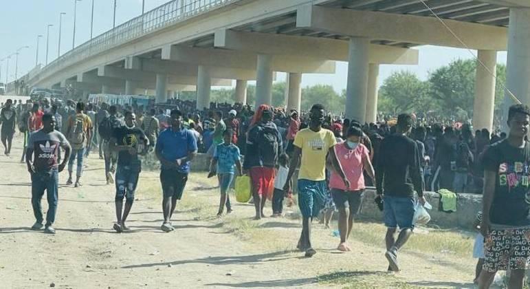 Cerca de 15 mil pessoas, em sua maioria haitianos, tentaram atravessar a fronteira dos EUA
