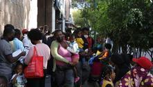 Haitianos fazem fila na Cidade do México em busca de regularização