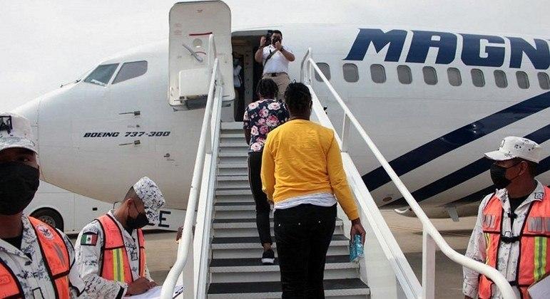 Haitianos são repatriados por voos que saíram do México