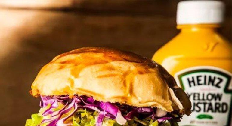 Hambúrguer de porco com maionese de jalapeño