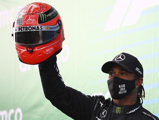 Títulos mundiaisPara todo garoto que se imagina na F-1, ser campeão é o auge desse sonho, e Lewis Hamilton pode viver isso por sete vezes. O inglês divide a marca com o alemão Michael Schumacher