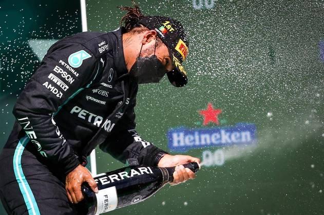 PódiosO inglês é o piloto que mais vezes subiu ao pódio, 169 vezes, à frente de Schumacher com 155 e Vettel com 121