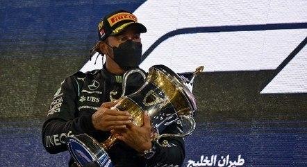 Hamilton teve trabalho com Verstappen