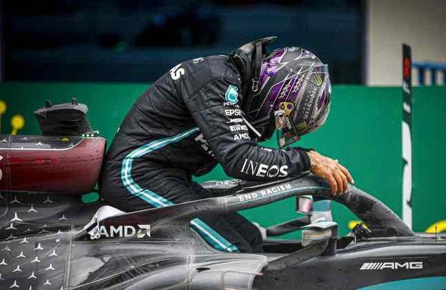 Hamilton celebra a cansativa vitória na Turquia