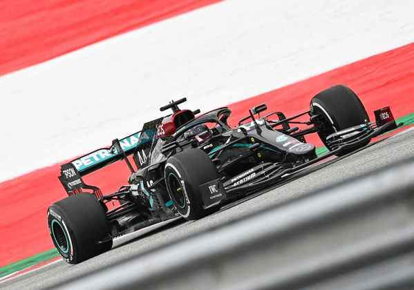 Hamilton comandou a dobradinha da Mercedes no primeiro dia de treinos