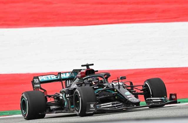 Hamilton dominou as duas sessões de treinos na Áustria