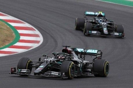 Hamilton ultrapassou Bottas na vigésima volta