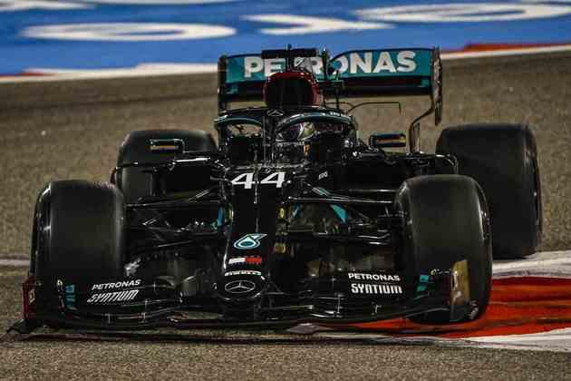 Hamilton foi o mais rápido da sexta-feita no Bahrein.