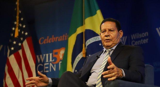 Mourão cumpriu agenda mais diversificada que a de Bolsonaro nos EUA, se encontrando com lideranças democratas e personalidades de esquerda