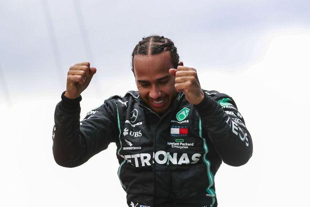 Hamilton tem 110 pontos de vantagem para Bottas.