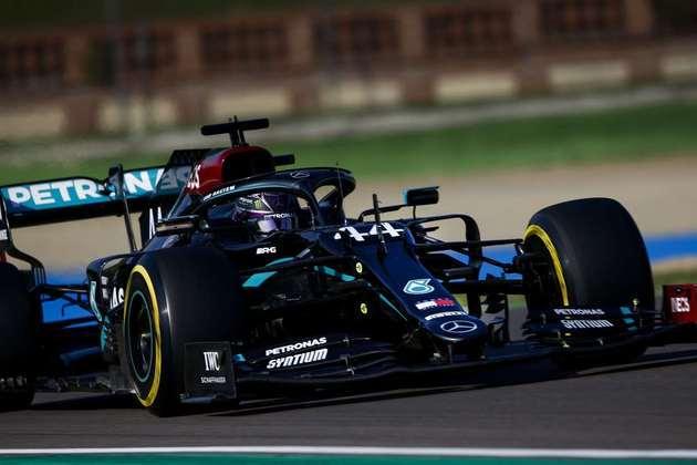 Hamilton teve uma volta deletada no Q3 e foi superado por Bottas nos segundos finais