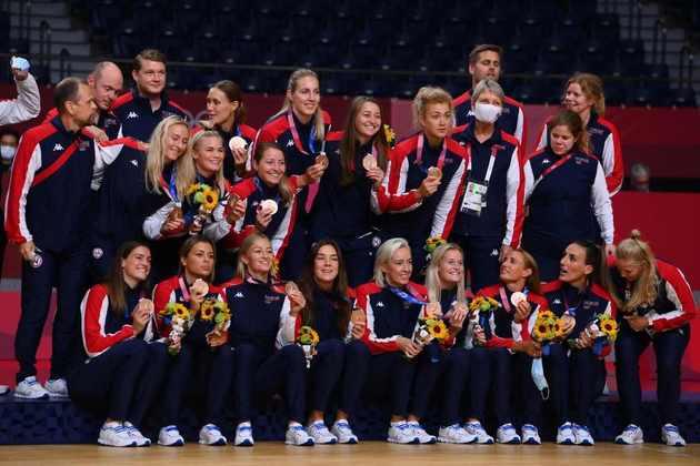 HANDEBOL - A Noruega ficou com a medalha de bronze. As norueguesas venceram as suecas por 36 a 19 na disputa pelo terceiro lugar.