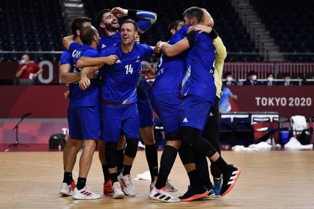 HANDEBOL MASCULINO - A França também conquistou a medalha de ouro no handebol masculino. Os franceses venceram a Dinamarca por 25 a 23 e subiram no lugar mais alto do pódio.
