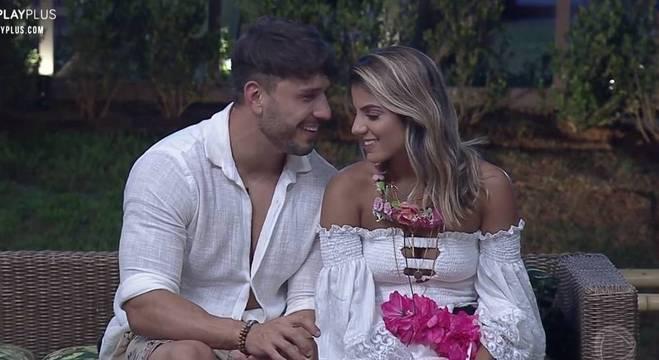Lucas Viana e Hari Almeida viveram uma relação de idas e vindas dentro do reality