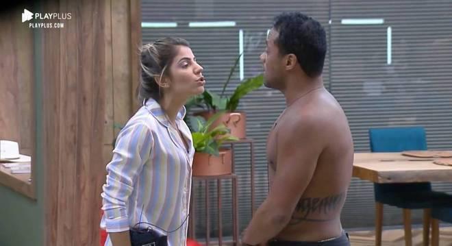 O ator Phellipe foi expulso do reality após ter uma conduta indevida com Hari