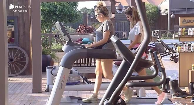Hari e Thayse eram amigas dentro do reality e fizeram até exercícios juntas