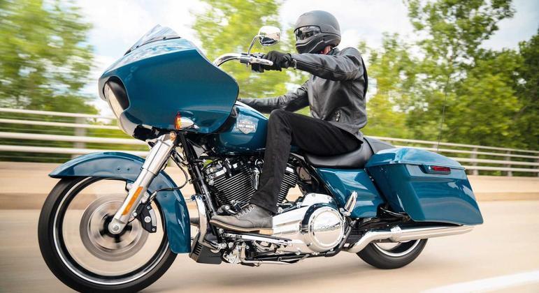 """O trio Street Glide Special, Road Glide Special e Road King Special. As duas últimas ganham um novo farol em LED denominado pela Harley como """"Daymaker"""""""