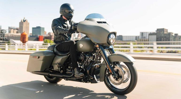 Na linha CVO tanto a Street Glide quanto a Road Glide ficam mais modernas e equipadas. Há sistema de áudio Rockford Fosgate