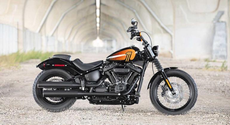 A Softail Street Bob 114 traz um estilo aprimorado com novos cromados e elementos de decoração na cor preta